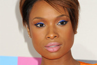 Jennifer-hudson-sassy-short-winter-hairstyle-and-makeup-side